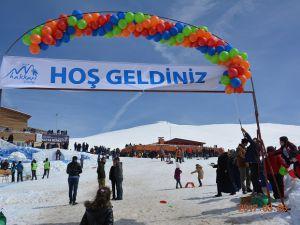 HAKKARİ'DE 'KAR FESTİVALi'