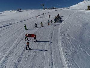 Hakkari dağlarında kayak sezonu açıldı