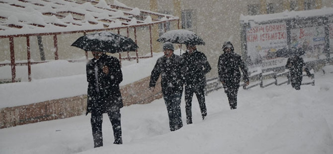 Hakkari yeni yıla kar yağışı altında girdi! galerisi resim 1