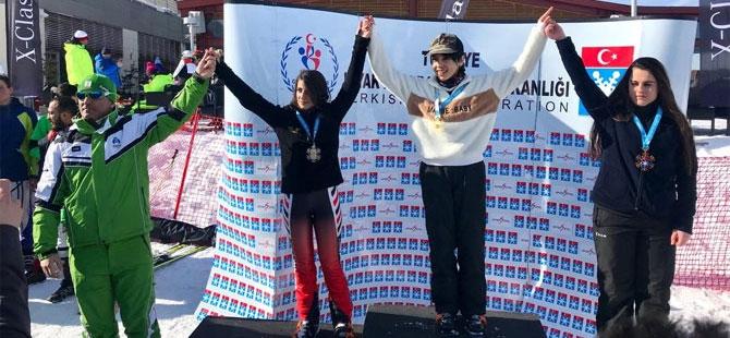 Hakkari Kayak takımı Erzurum'da 9 madalya ile döndü galerisi resim 1