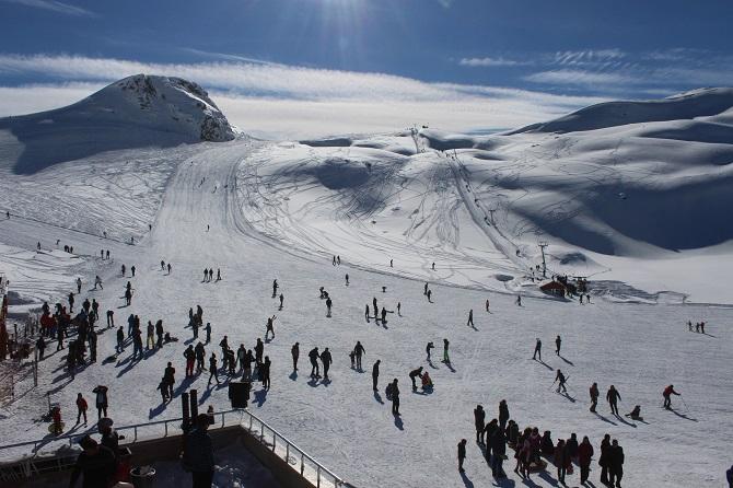 Hakkari'deki Kayak Merkezinde Tatil Yoğunluğu galerisi resim 1