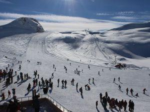Hakkari'deki Kayak Merkezinde Tatil Yoğunluğu