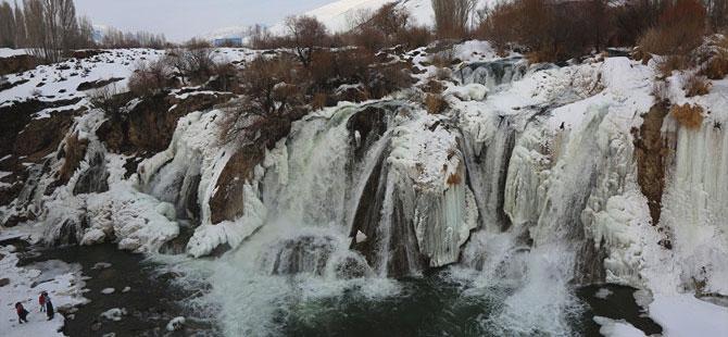Muradiye Şelalesi kış modunda galerisi resim 1