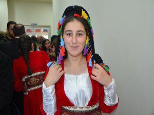 Hakkari'de okullar arası folklor yarışması düzenlendi