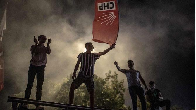 Fotoğraflarla: İstanbul'da seçim kutlamaları galerisi resim 1