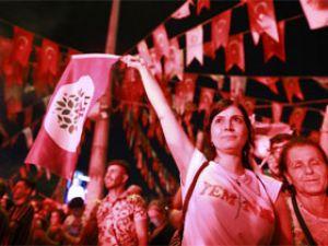 Fotoğraflarla: İstanbul'da seçim kutlamaları