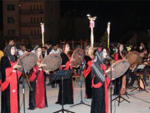 Urumiye Valisi Hakkari'de konsere katıldı