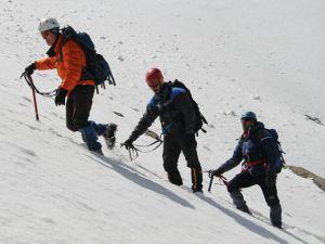 Hakkari Sümbül dağına böyle çıktılar