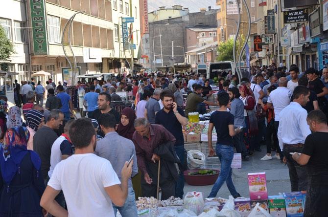 Hakkari'de bayram pazarı kuruldu! galerisi resim 1