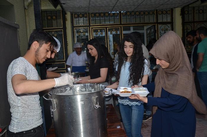 Hakkari'de Öğretmen ve Öğrenciler İftar Yemeğinde buluştu galerisi resim 1