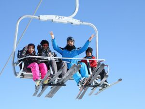 Hakkarililer hafta sonu kayak merkezine akın etti!