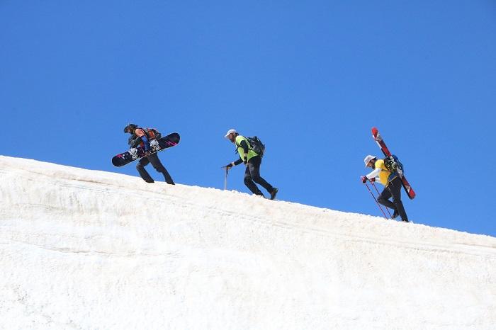 Berçelan Yaylası'nda haziranda snowboard galerisi resim 1