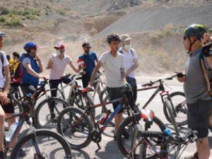 Hakkari Zap Vadisine bisiklet turu düzenlendi