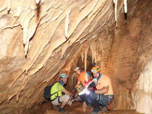 Hakkari'deki Sümbül Mağarası büyülüyor!