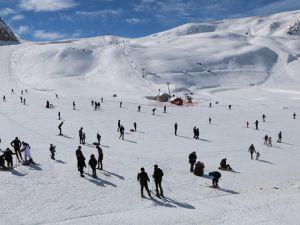 Hakkari kayak merkezine yoğun ilgi