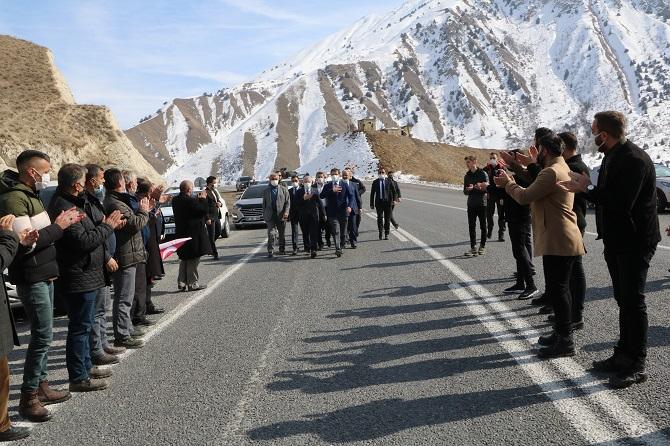 Ak Parti Hakkari il başkanı Özbek böyle karşılandı galerisi resim 1