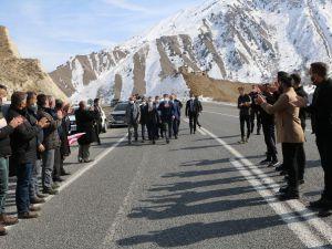 Ak Parti Hakkari il başkanı Özbek böyle karşılandı