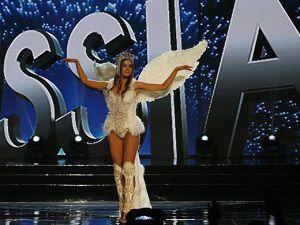 Kainat Güzeli adayları ulusal kıyafetleriyle göz kamaştırdı