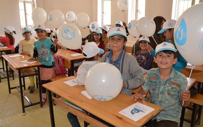 Hakkari 'Mobil Gençlik Merkezi' sınırdaki çocukları sevindirdi galerisi resim 1