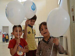 Hakkari 'Mobil Gençlik Merkezi' sınırdaki çocukları sevindirdi