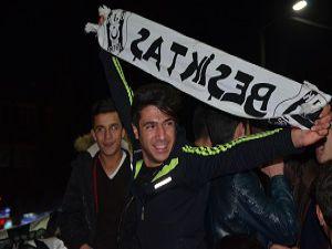 Hakkari'de Beşiktaş taraftarı sokağa döküldü