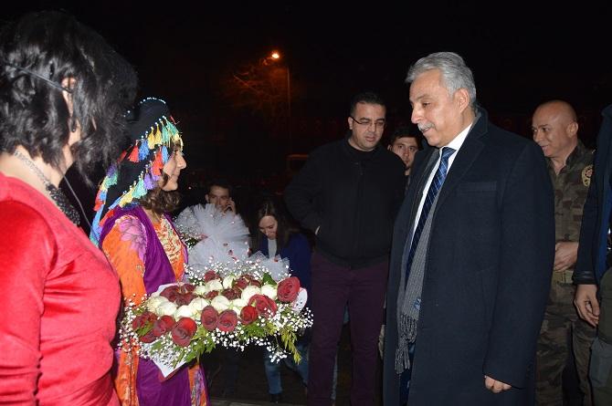 Hakkari'de Kültürlerin Dansı ile Reng-i programına yoğun ilgi galerisi resim 1