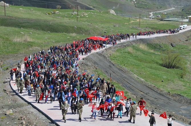 Hakkari'de Öğrenciler 23 Nisan kapsamında Tugay komutanlığını gezdiler galerisi resim 1