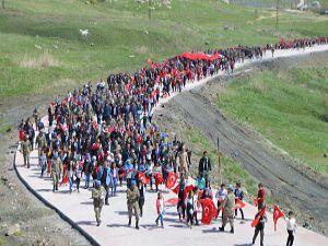 Hakkari'de Öğrenciler 23 Nisan kapsamında Tugay komutanlığını gezdiler