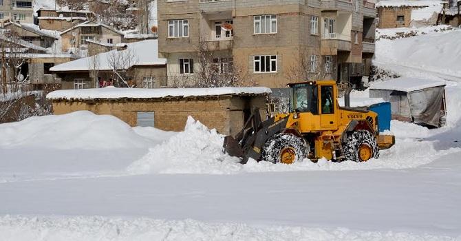 Hakkari Belediyesi karla mücadele programını uyguluyor