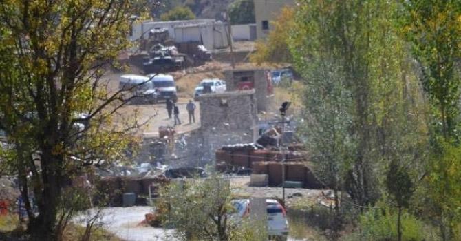 Şemdinli'de karakoldan araca ateş açıldı:1 ölü, 1 yaralı