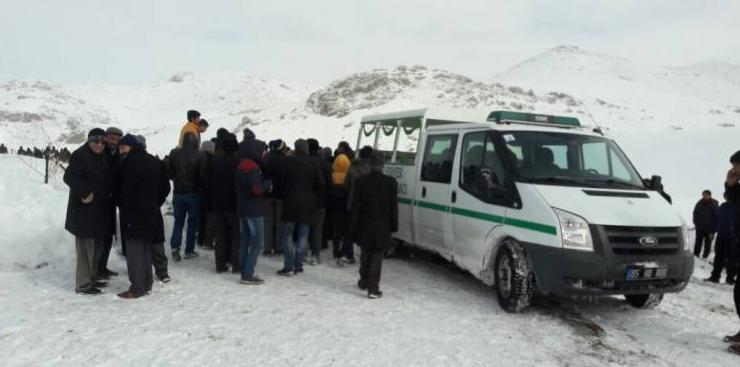 Aracında ölü bulunan DBP'li meclis üyesi toprağa verildi