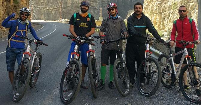 """Hakkari'de 6 sporcu Sağlıklı yaşam için Çukurca'ya """"pedal"""" çevirdi"""