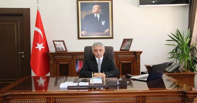 Hakkari Valisi Toprak, muhtarlar gününü kutladı