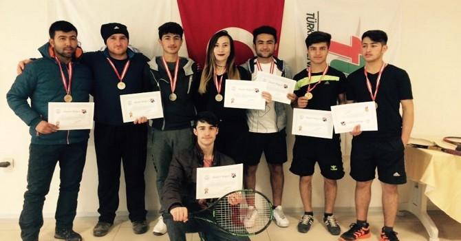 Hakkari Tenis takımı bölge birincisi oldu!
