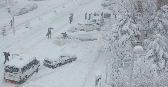 Hakkari'de Kar esareti yine başladı