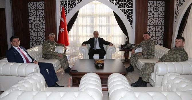 Komutanlar, Vali Toprak'ı yeni makamında Ziyaret Etti