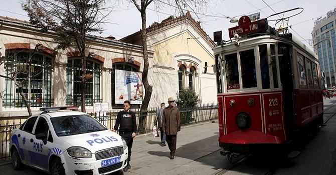 İstiklal Caddesi'nde üzerine 250 kiloluk cam düşen Ece Turhan'a rekor tazminat