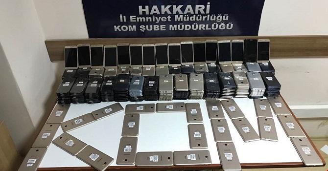 Hakkari'de 370 adet telefon ele geçirildi