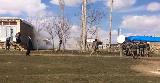 Yüksekova'da olaylar çıktı...VEDAŞ elektriği kesti