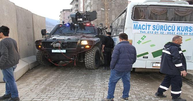 Şemdinli'de askeri araç minibüsle çarpıştı: 2 yaralı