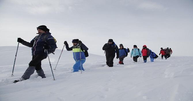 Hakkarili Dağcılar 2 Bin 900 Rakımlı Mehet Dağı'na Tırmandı