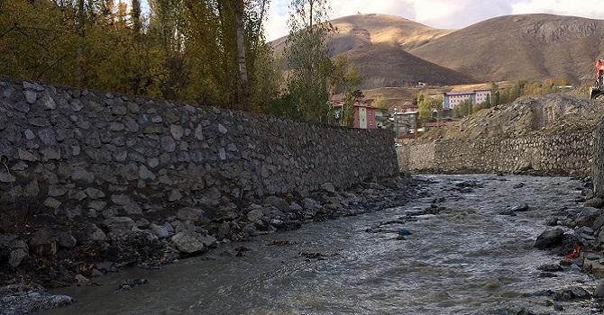 Hakkari'de Projeye uygun yapılmadığı iddia edilen duvar çöktü