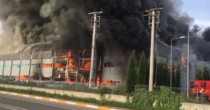 Mobilya fabrikası çıkan yangında küle döndü