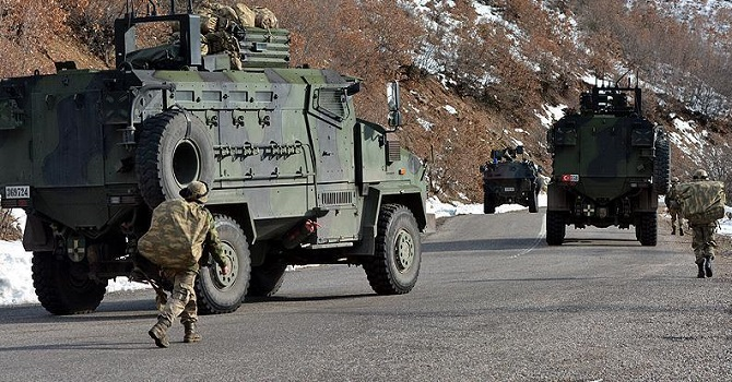 Askeri üs bölgesine roketli saldırı: 3 şehit, 1 yaralı