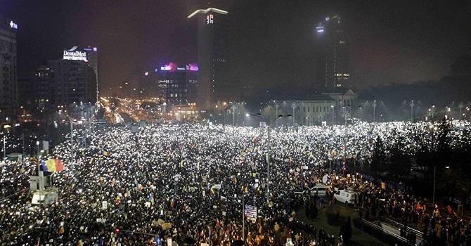 500 bin kişi sokağa inip hükümeti istifaya çağırdı