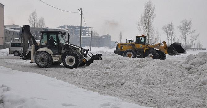 Yüksekova'da Eş Zamanlı Kar Temizleme Çalışması