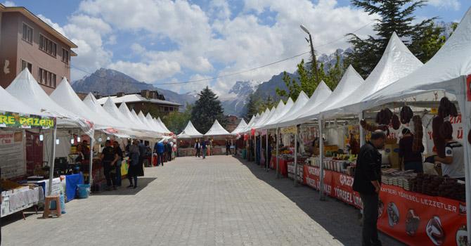Hakkari'de yöresel ürünler fuarı açıldı