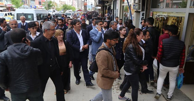 HDP Aday adayları Yüksekova esnafını ziyaret etti