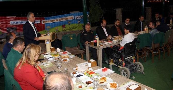 Hakkari'de Engelli ve aileleri onuruna iftar yemeği
