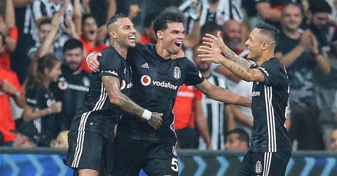 Beşiktaş UEFA Avrupa Ligi'nde gruplara kaldı..